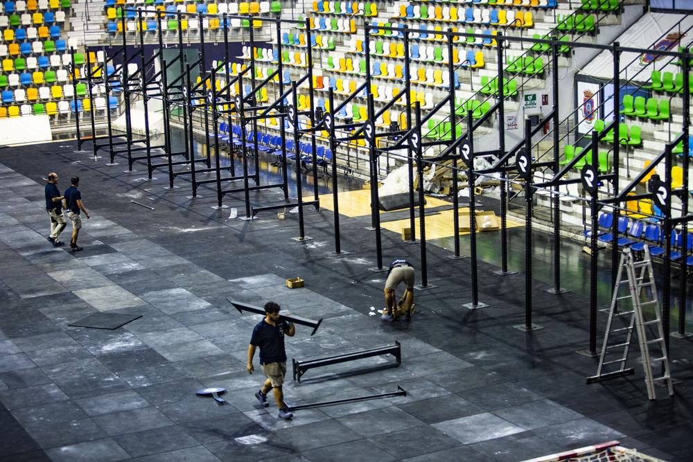 Operarios trabajando en el pabellón Quijote Arena este miércoles.