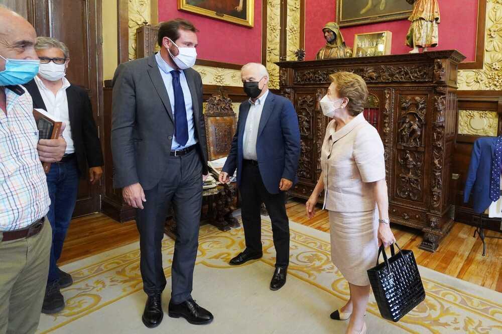 El Ayuntamiento recibe el archivo personal de Santiago López