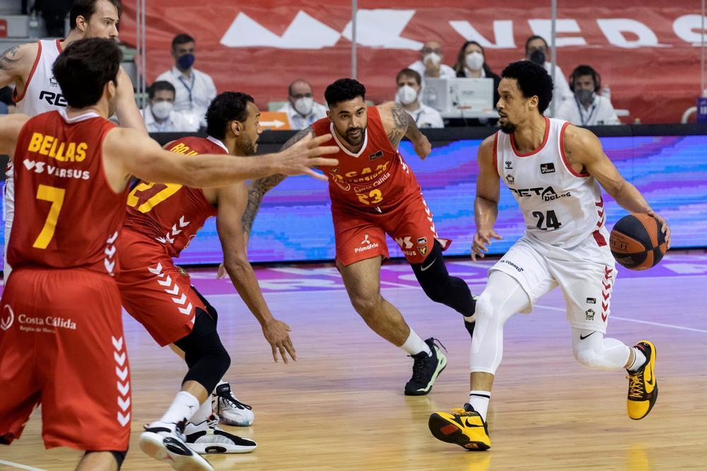 El Bilbao deja el farolillo rojo al ganar en Murcia