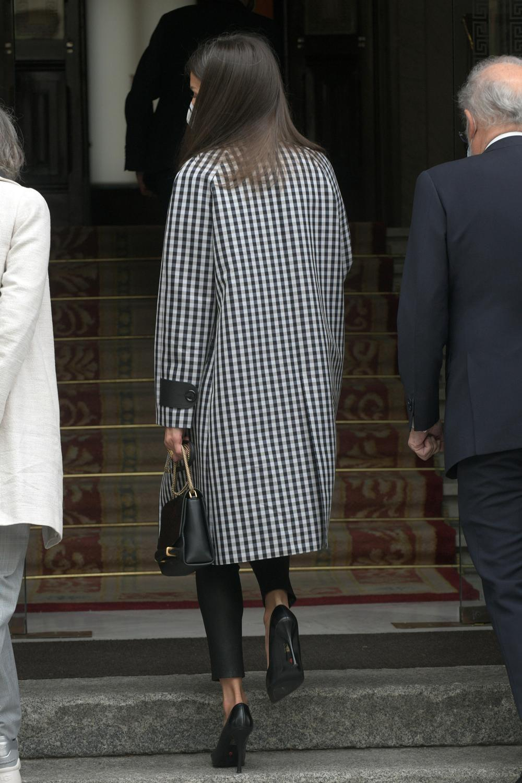 La Reina recurre de nuevo al infalible 'black & white'
