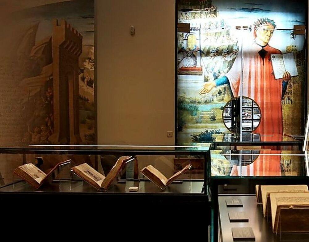 La muestra puede contemplarse hasta el 3 de octubre de este año y consiste en un recorrido por la obra del artista medieval a partir de fragmentos de 'La Divina Comedia', uno de los poemas más leídos y conocidos del mundo.