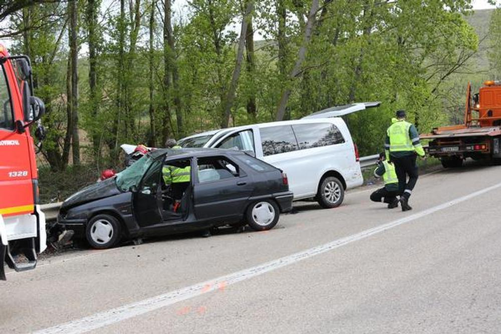 Dos jóvenes mueren en un accidente de tráfico en Almazán