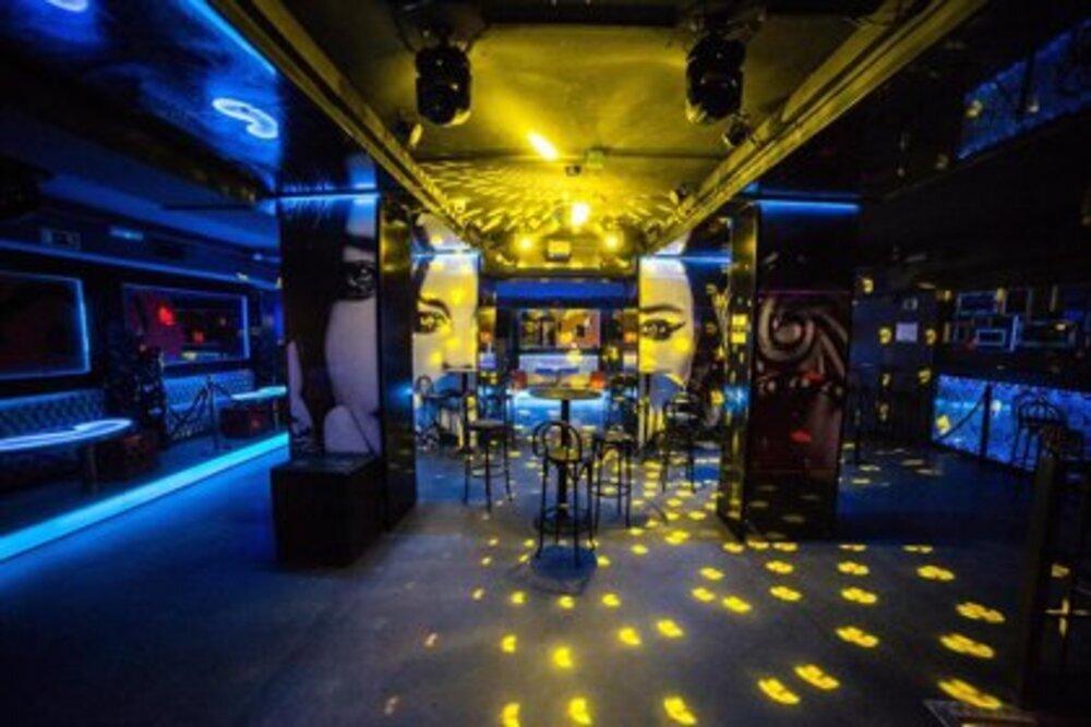 Sentados y sin bailar en las discotecas de Navarra