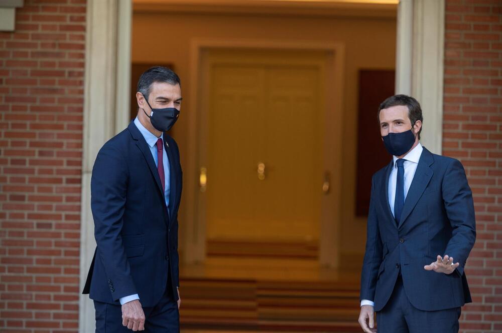 El presidente del Gobierno, Pedro Sánchez (izquierda) y el líder del PP, Pablo Casado (derecha)