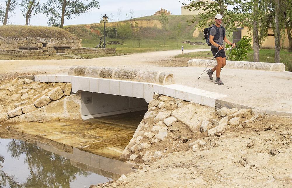 Boadilla del Camino recupera su puente jacobeo centenario