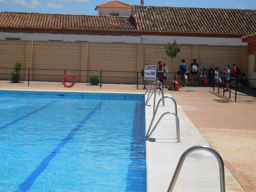 El primer chapuzón valiente en la piscina de Villarrobledo