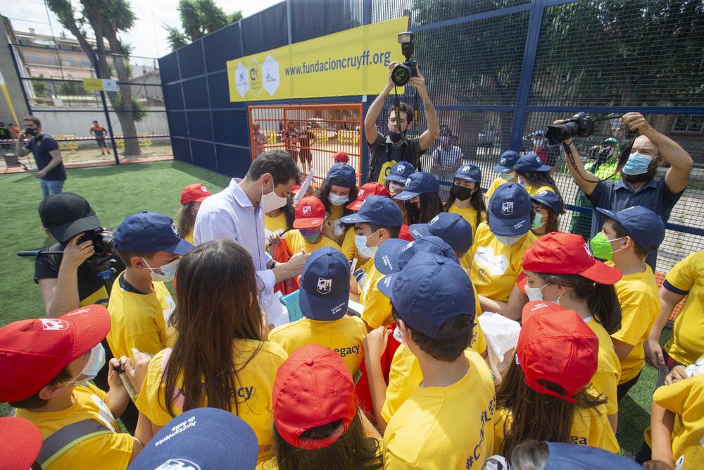 Íker Casillas protagoniza la inauguración del nuevo espacio deportivo en la zona norte de la capital.