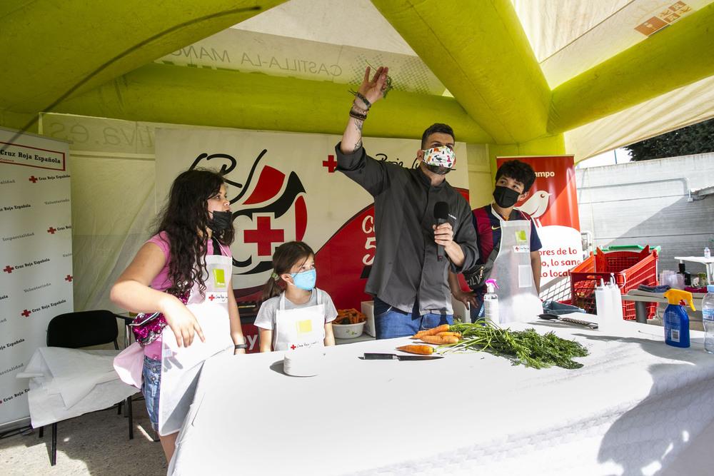 El chef Jesús Segura enseña a los niños a comer saludable