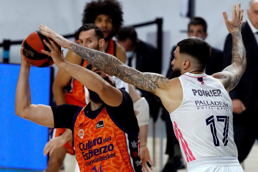Un gran Madrid somete al Valencia Basket