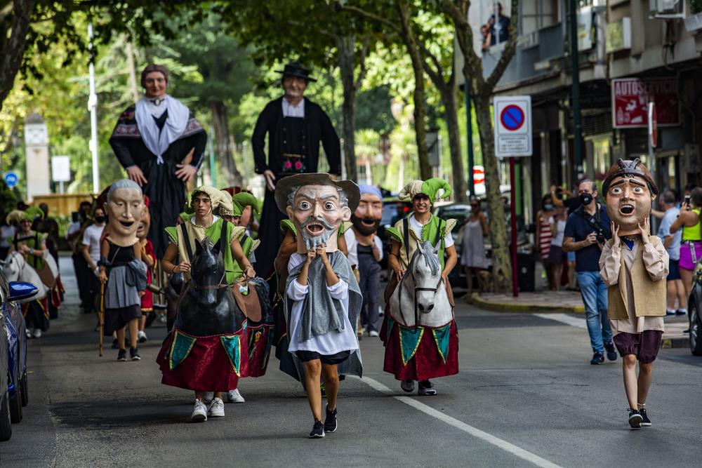 feria de agosto de ciudad real, desfile de cabezudos, desfile de gigantes y cabezudos, fiestas, feria