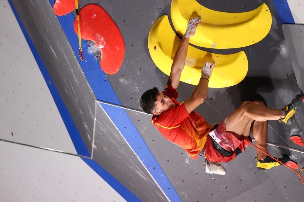 Aberto Gines logra la medalla de oro en escalada