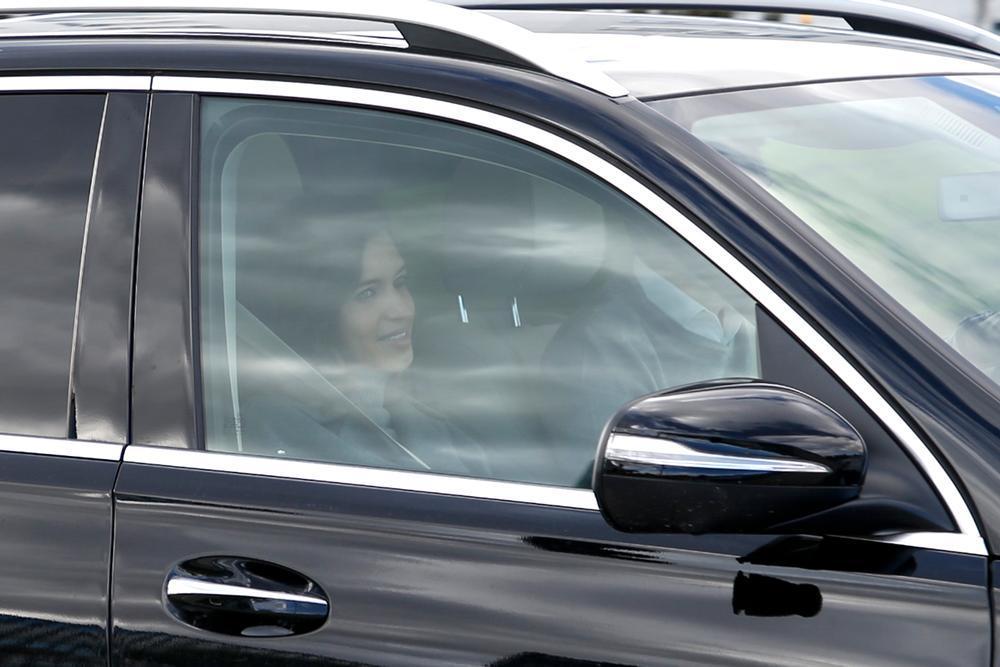 Sara Carbonero recibe el alta hospitalaria con una sonrisa