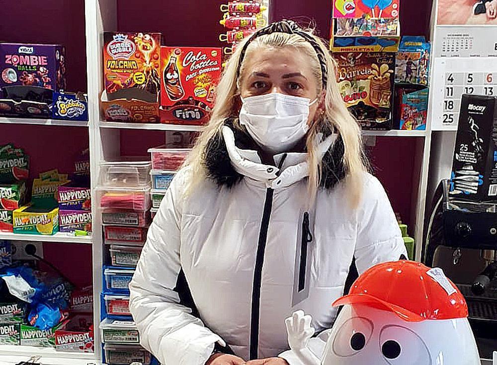 Marcela Muresán ha reformado íntegramente su tienda de alimentación.
