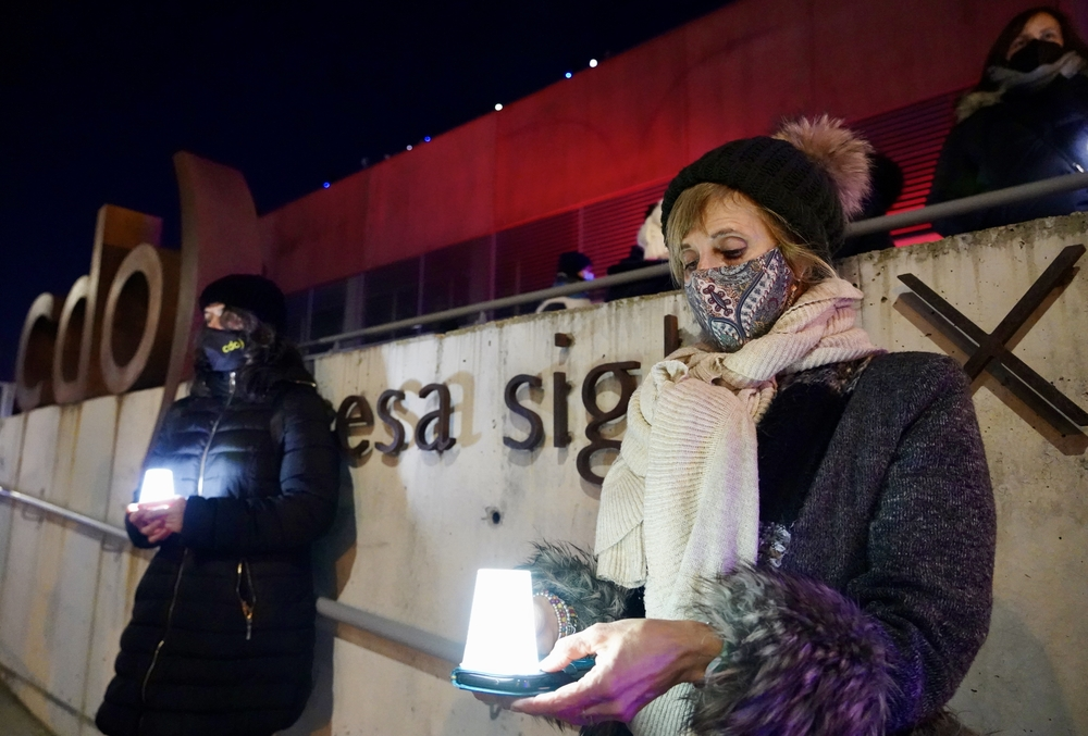 El sector de los centros deportivos se concentra en protesta por el cierre decretado por la Junta