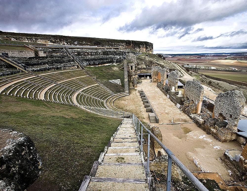 En la restauración inicial de 2010 ya se recrearon parte de las gradas.