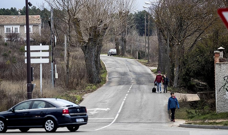 Sendas peatonales y para bicis. Los barrios de Cortes (en la imagen) y también Villatoro reclaman desde hace años la construcción de sendas peatonales y carriles bici para conectarse con la ciudad. Son barrios como los demás aunque estén en la perife