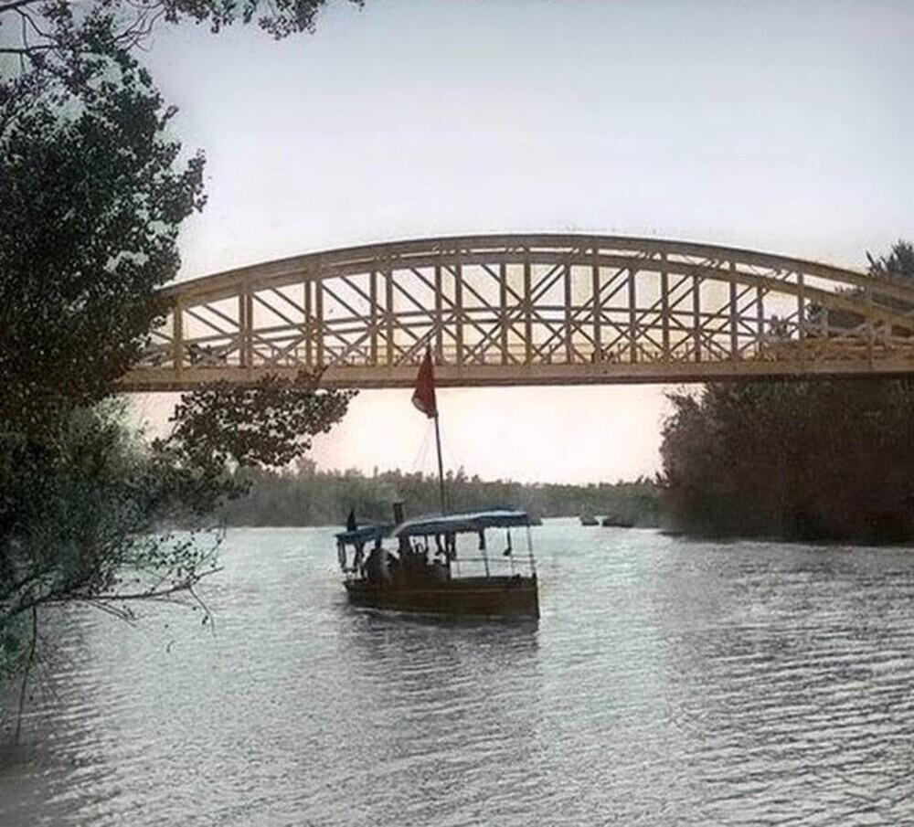 Imagen del barco surcando las aguas del Pisuerga.