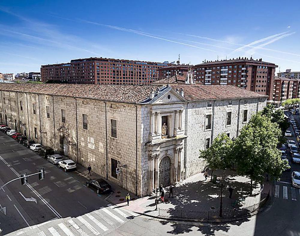 El edificio renacentista de la calle Madrid lleva años esperando su arreglo.