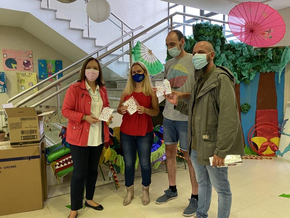 Alcázar inicia el reparto de mascarillas en los colegios