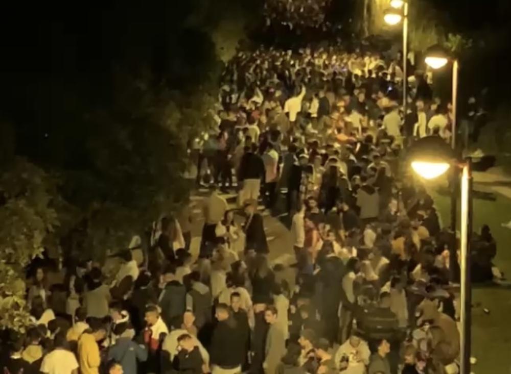 Logroño reúne a 4.000 jóvenes en El botellón del Ebro