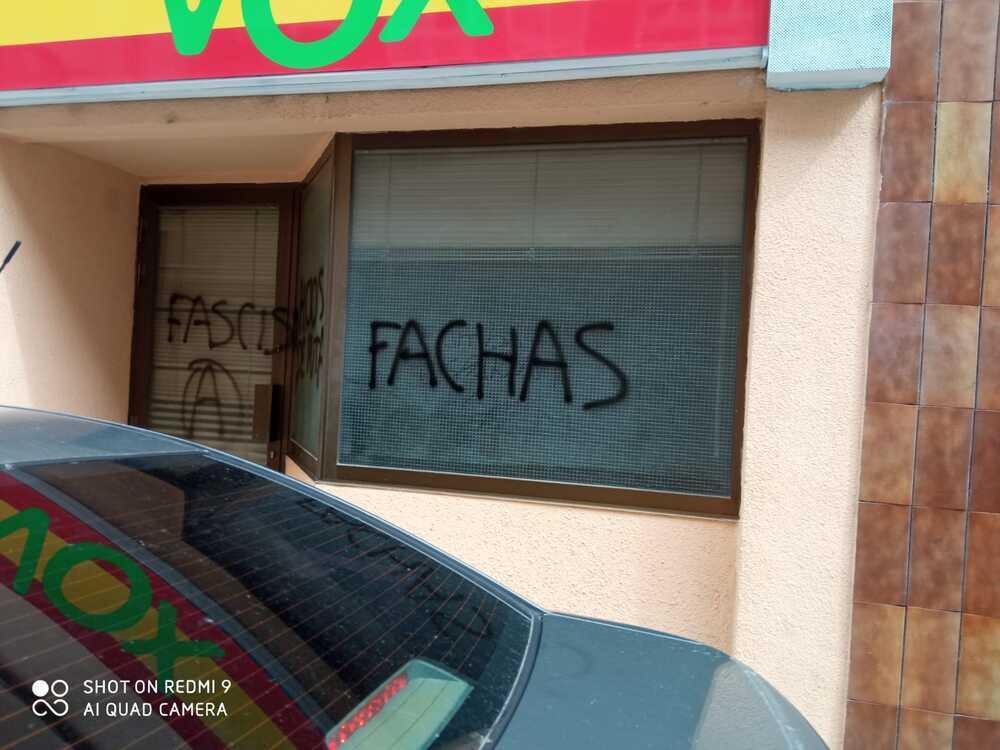 La sede de VOX Soria amanece con pintadas