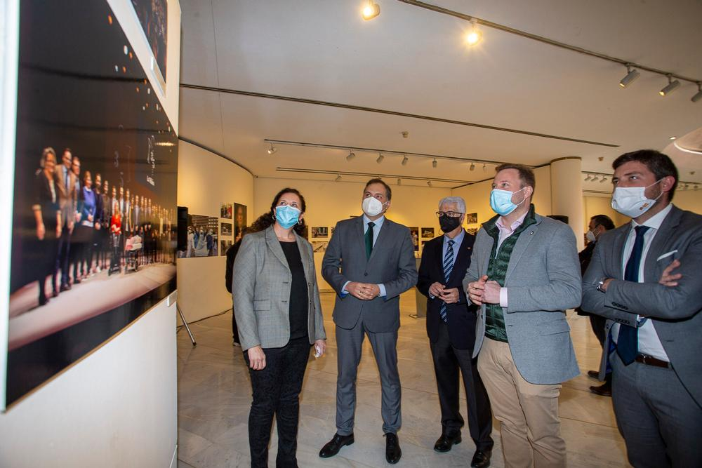 Un momento de la inauguración de la exposición