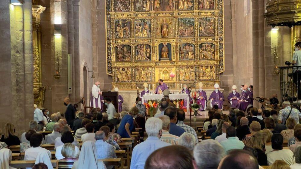 Un momento del funeral en la iglesia de San Pelayo