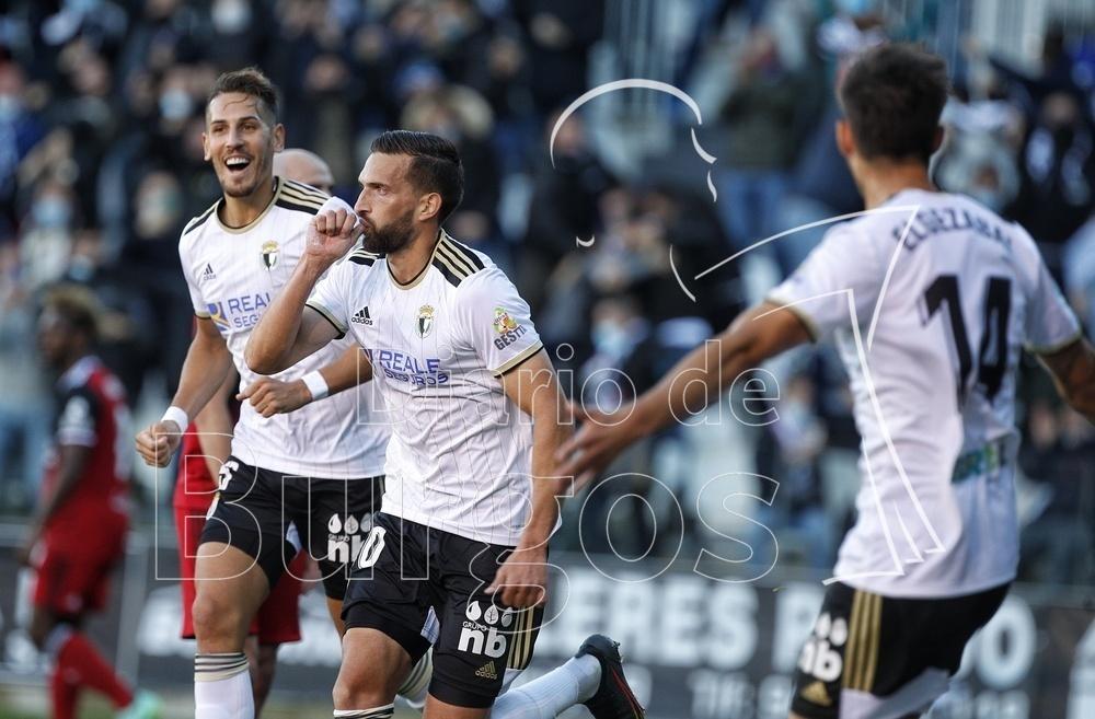 El Burgos CF gana por la mínima al Mirandés en el primer derbi burgalés en el fútbol profesional.