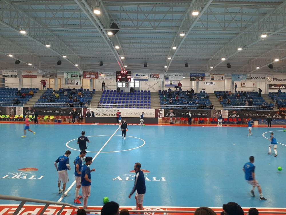 300 aficionados han podido acceder al pabellón valdepeñero.
