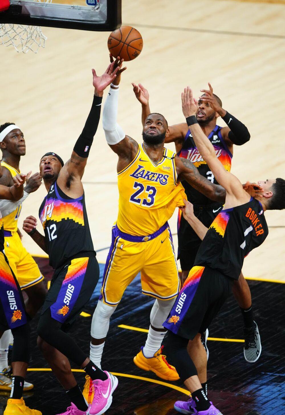 Los Suns humillan a unos Lakers que se asoman al abismo