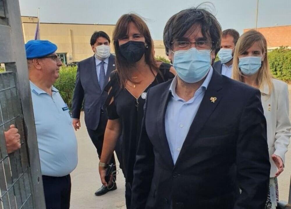 El expresidente catalán Carles Puigdemont al salir de prisión