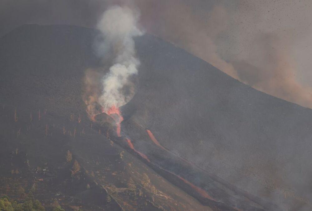 Se han abierto dos nuevas bocas eruptivas en el volcán de Cumbre Vieja