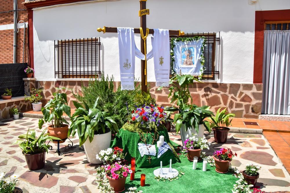 Seis cruces saludan al mes de mayo en Pozuelo