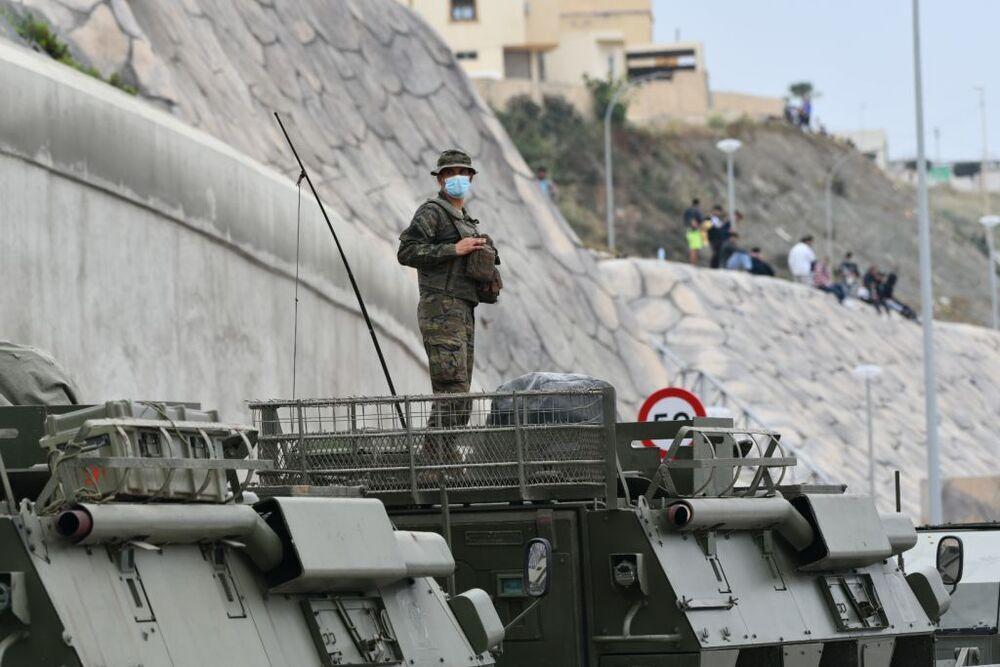 Ceuta se blinda tras la llegada masiva de inmigrantes