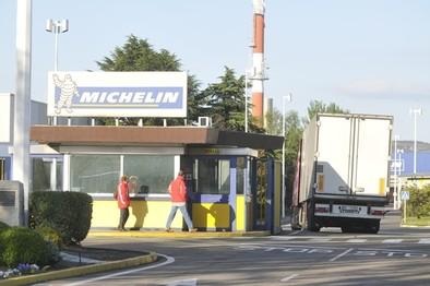 Acceso a la planta de Michelin.