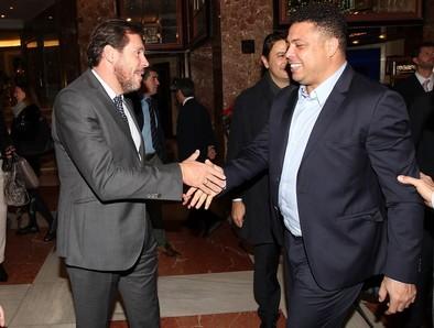 Puente y Ronaldo, el día de la presentación del brasileño como presidente del Real Valladolid.