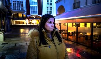 Mercedes Arnaiz, en el lugar donde fue agredida en febrero de 2015.
