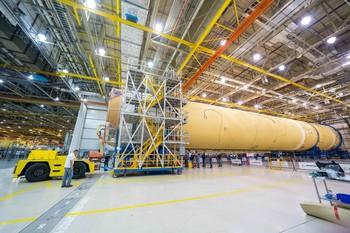 El 'cohete gigante' de la NASA toma forma