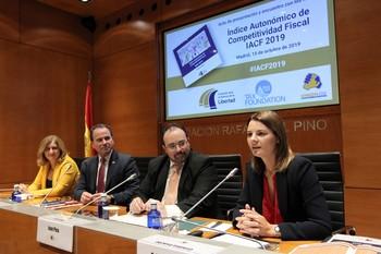 Presentación del Índice autonómico de competitividad fiscal. En primer término la autora del informe Cristina Enache.
