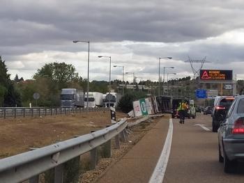 Accidente de un camión en la autovía A-62.