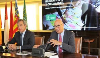 El presidente de la Fundación y de Eurocaja, Javier López, y el gerente, Vicente Muñoz, presentaron el curso.