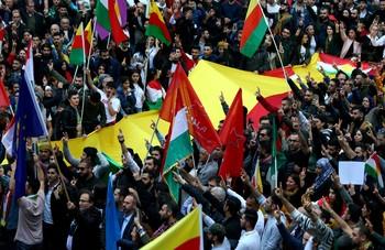 Los kurdos cumplen con la tregua y se marchan de Ras al Ain