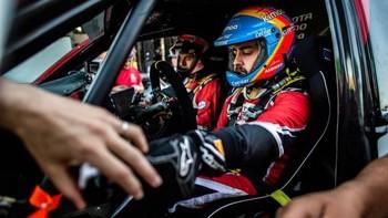 Fernando Alonso sube al podio en las 24 Horas de Dubai