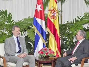 Felipe VI se reúne con Raúl Castro en el último día del viaje