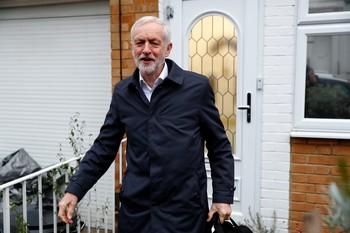 Corbyn presenta una moción de censura contra la premier