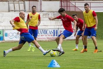 Los jugadores del Villarrobledo se ejercitan durante un entrenamiento.