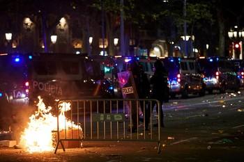 Las protestas en Cataluña deja 72 agentes heridos