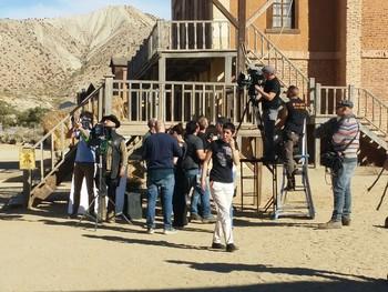 Un momento del rodaje de la serie 'Sui Generi' en el desierto de Tabernas.