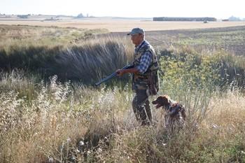 Cazadores del término de Entrala (Zamora) durante el día de comienzo de la media veda de caza en Castilla y León.
