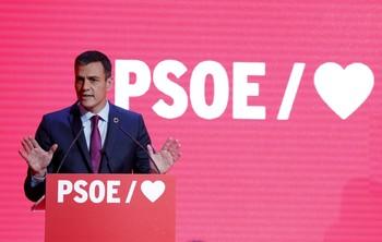 Sánchez arranca la precampaña con el voto del miedo